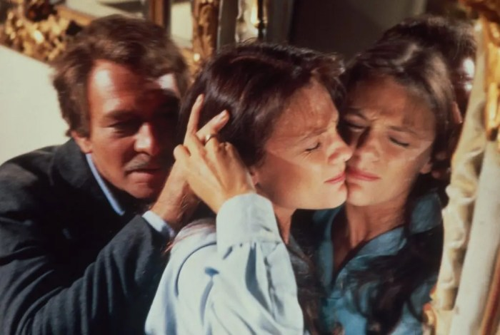 jacqueline-bisset-christopher-plummer-the-spiral-staircase