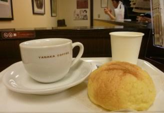 Yanaka Café et メロンパン (melon pan)
