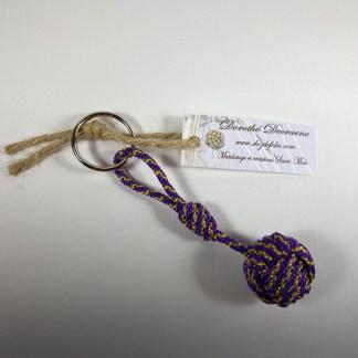 porte clé pomme de touline violet jaune