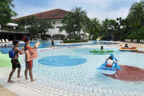Orchid Country Club Hotel singapore pool