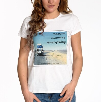 TRAVEL. T-shirt with sayings white