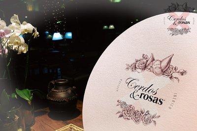 Cerdos y Rosas: Caja sombrerera acabado lienzo