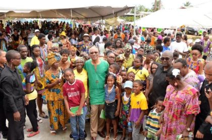 President David Granger along with children and other residents of Ithaca, Region Five