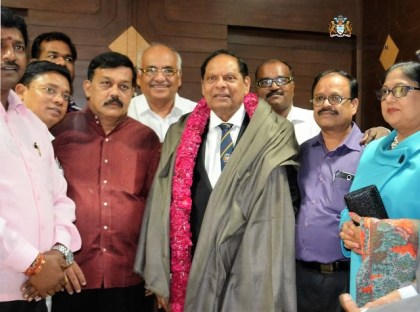 Prime Minister Nagamootoo and Mrs Sita Nagamootoo with Members of the Delhi Tamil Advocates Association