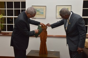 President David Granger describing the elements of this Winslow Craig master piece, 'The Chief Witness to the Environment', which he gifted to the Barbadian Prime Minister, Hon. Freundel Stuart.