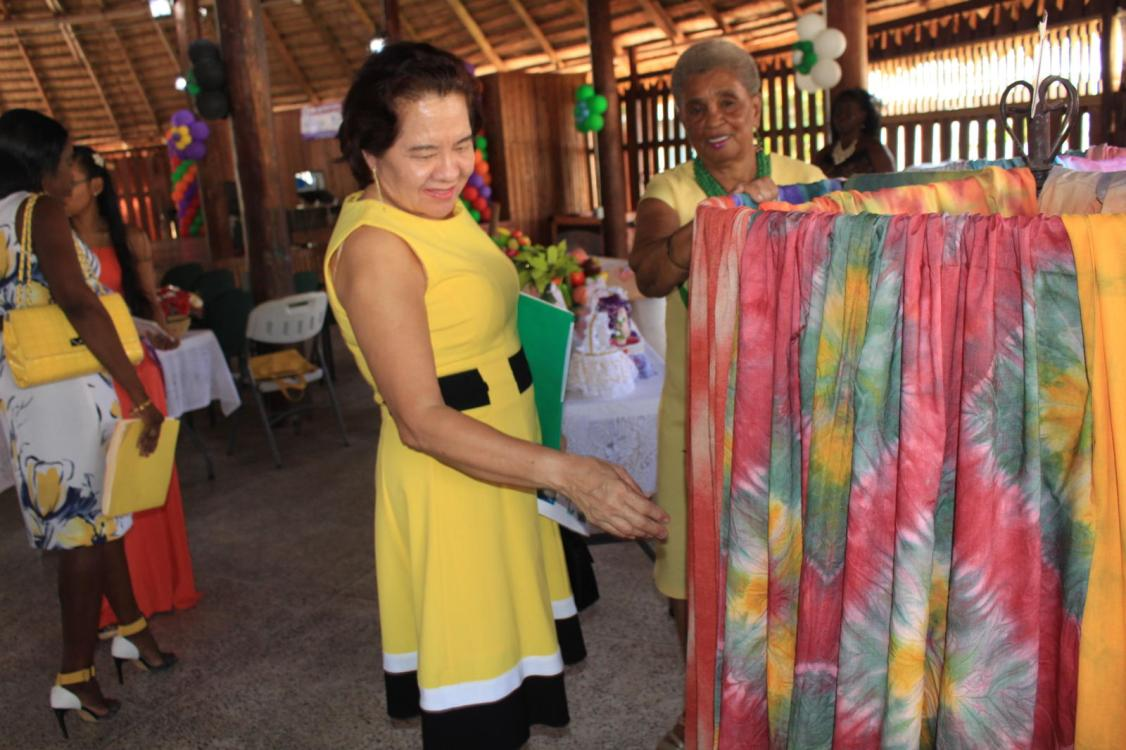 First Lady, Mrs. Sandra Granger examines work designed by WAD