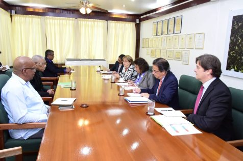 President David Granger and Minister of Finance Winston Jordan with World Bank's Country Director for Caribbean Countries and Latin America Tahseen Sayed and her team