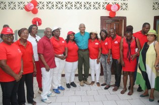 President Granger and Ministers of Government pose with the leadership and members of the GLGOU
