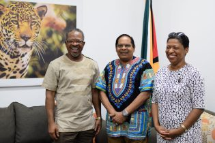 [In the photo, from left] Vice-Chancellor of the University of Guyana, Professor Ivelaw Griffith, Prime Minister, Moses Nagamootoo and Deputy Vice-Chancellor, Planning and International Engagement, Dr. Barbara Reynolds