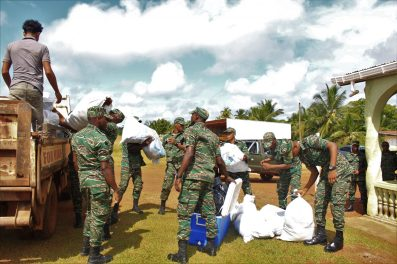Soldiers loading up hampers to take to Khan's Hill