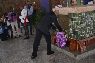 President David Granger paying tribute to former President Linden Forbes Burnham this morning at the Mausoleum at the Seven Ponds in the Botanical Gardens