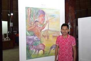 Laurindo John displaying his painting