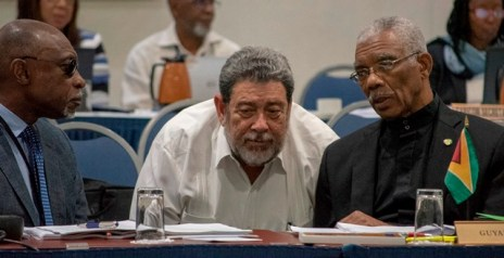President David Granger makes a point as St. Vincent and the Grenadines' Prime Minister Ralph Gonsalves and Guyana's Minister of Foreign Affairs Carl Greenidge listen intently.
