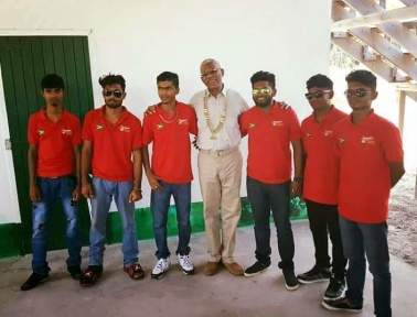 The group posing with President David Granger