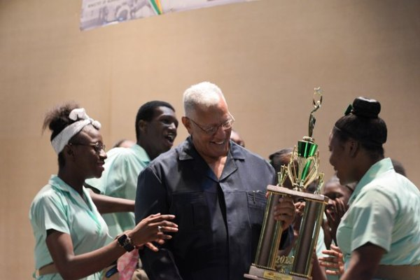 Minister of Agriculture Noel Holder presenting the trophy to the winners, Soesdyke Secondary School.