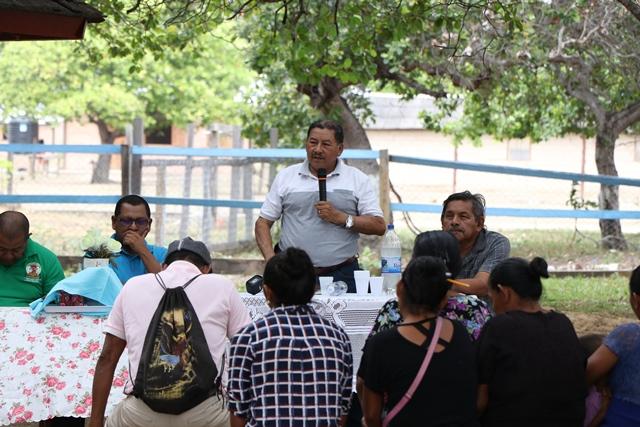 Minister of Indigenous Peoples' Affairs, Sydney Allicock addressing the residents of Karasabai, South Pakaraima, Region Nine.