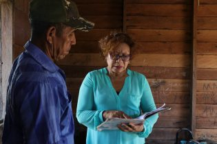 Minister within the Ministry of Indigenous Peoples' Affairs, Valerie Garrido-Lowe in discussion with One of the Farmers of Santa Rosa, Vibert Torres