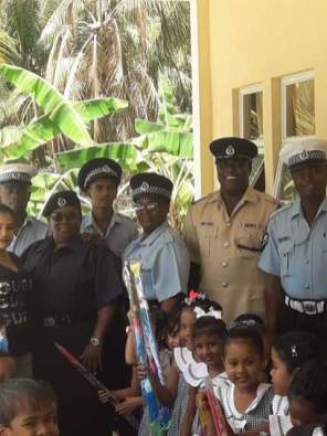 Assistant Superintendent (ASP) Hoyte in brown uniform along with his subordinate ranks who distributed the kites.