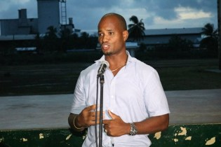 Regional Manager of Guyana Water Incorporated (GWI) Region 5, Keine Read addressing the residents.