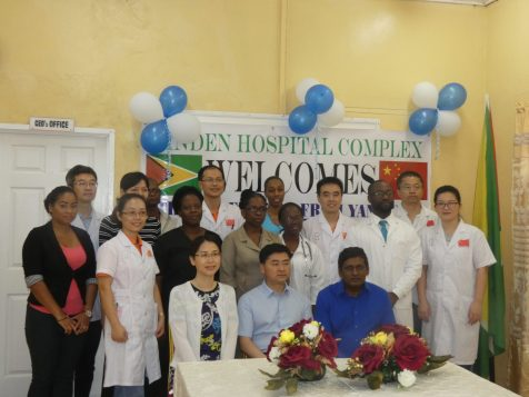 Visiting Chinese Delegation with resident Chinese doctors at LHC posing with CEO, management and staff members of LHC