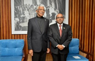 President David Granger and outgoing High Commissioner of India to Guyana, Venkatachalam Mahalingam at the Ministry of the Presidency.