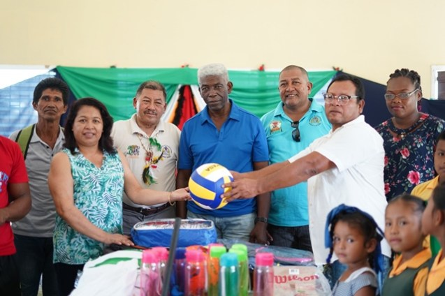 Minister of State, Dawn Hastings-Williams, Minister of Indigenous Peoples' Affairs, Sydney Allicock, Regional Member of Parliament (MP), Richard Allen handover over the items to Toshao of Sebai, Raymond James.