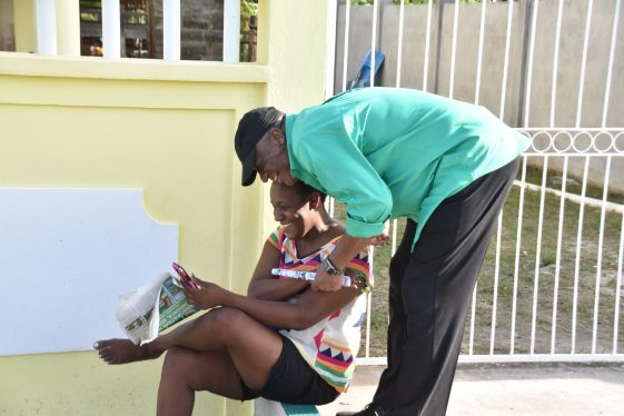 Director-General of the Ministry of the Presidency, Joseph Harmon with a resident during a community walkabout in Plaisance/Sparendaam.