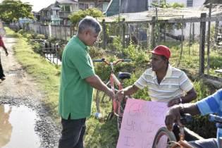 Minister Jaipaul Sharma engaging PPP/C protestors at Bath Settlement.