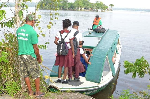 Students boarding a David 'G' Boat in Itaballi.