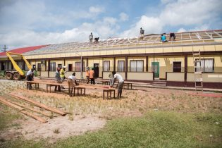 Workers repairing the roof of Mahdia Primary School