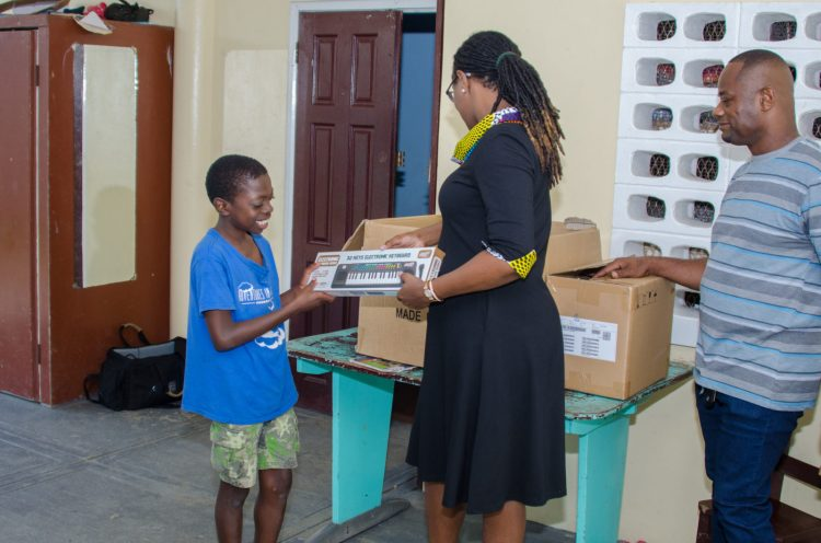 Minister of Public Service Tabitha Sarabo-Halley distributing toys and ensuring the boys have a Merry Christmas