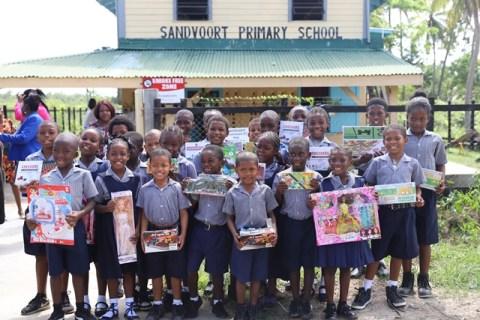 Minister Adams-Yearwood brings Christmas to Sandvoort pupils