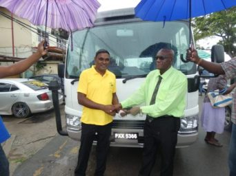 Regional Chairman, Renis Morian hands over keys of the bus to Regional Education Officer Rabindra Singh