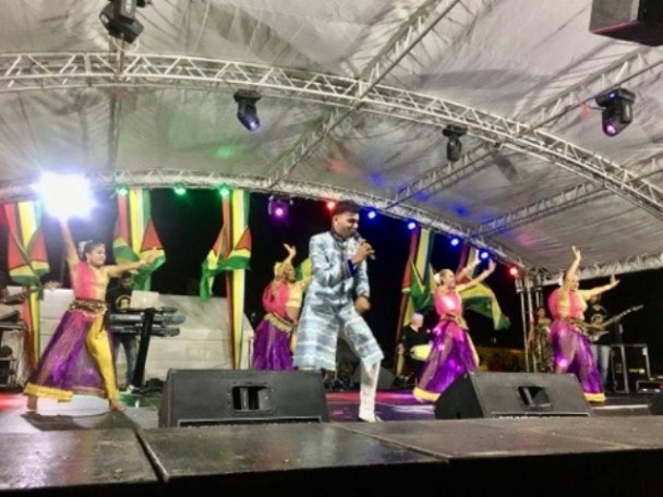 "Bunty Singh backed by his dancers deliver an energetic performance to ""She want me be she Raja""."