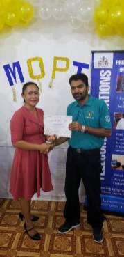 Participants receiving their certificate and gift.