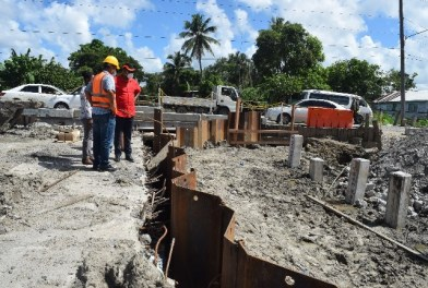 Minister Edghill inspects work ongoing along the Sheriff Street/ Mandela site