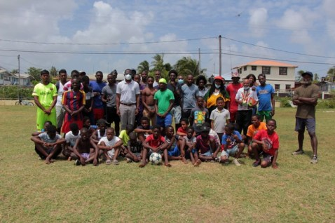 Minister Todd (centre) with the competing teams and members of the local sports committee