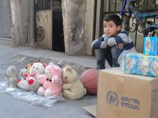 civilians are trapped in #Yarmouk. Conditions are desperate and residents are reliant on intermittent humanitarian aid for survival. source : UN multimedia archive