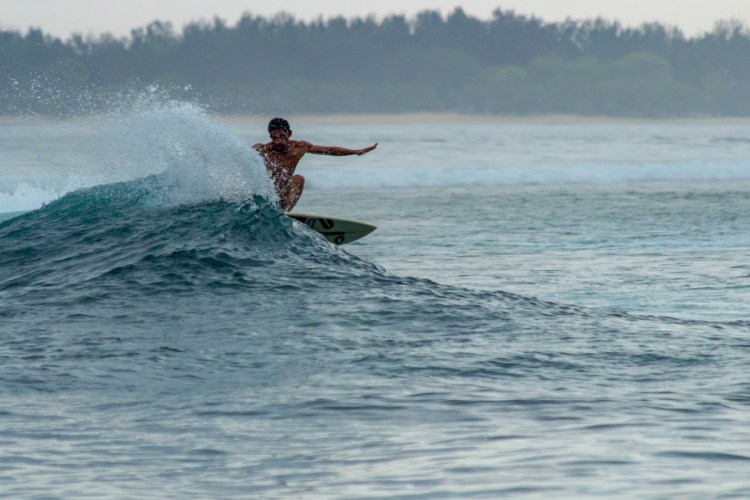 surf in gili