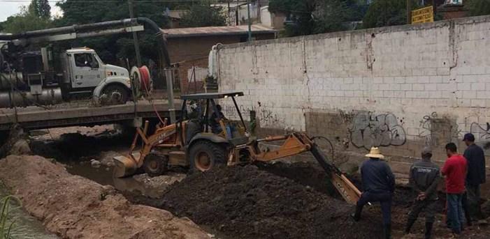 Intensifican trabajadores de Oomapas campaña de desazolve