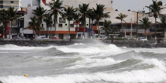 Intensas lluvias por Katia desbordan ríos en Veracruz