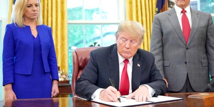 Retrocede Trump por polémica de niños migrantes
