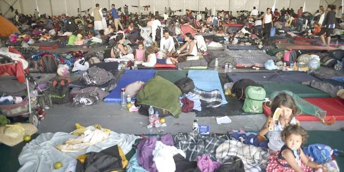 Más de 100 niños viajan sin familiares en caravana migrante
