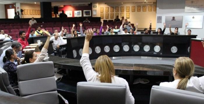 Renuncian cuatro diputados de Morena en Colima