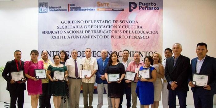 Conmemora Puerto Peñasco 100 años del Día del Maestro