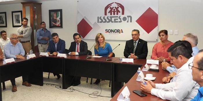 Atestigua Gobernadora firma de nuevo convenio entre Isssteson y Unison
