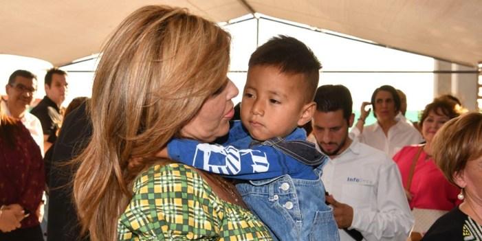 """Entrega Gobernadora Pavlovich """"Villas del Papa Francisco"""" para niñez migrante"""