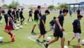 Participan niños y jóvenes en clínica de futbol de Change Your Stars Foundation