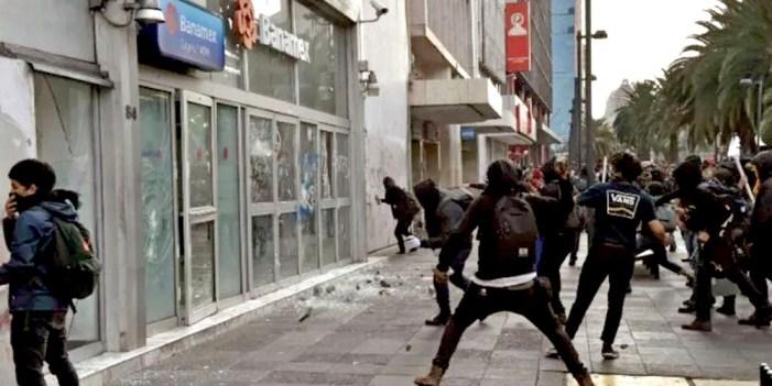 No son anarquistas, agresores en marcha por Ayotzinapa: AMLO