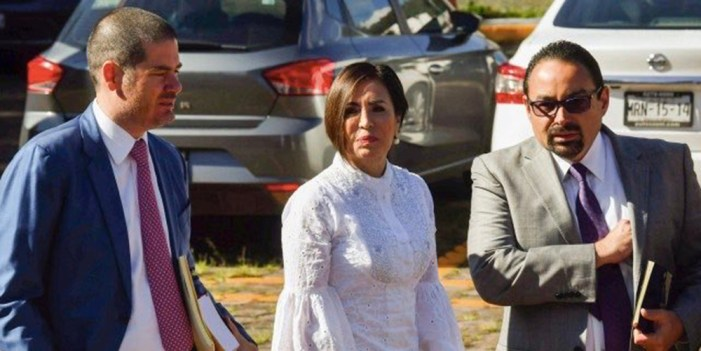 Juez decide que Rosario Robles siga en prisión